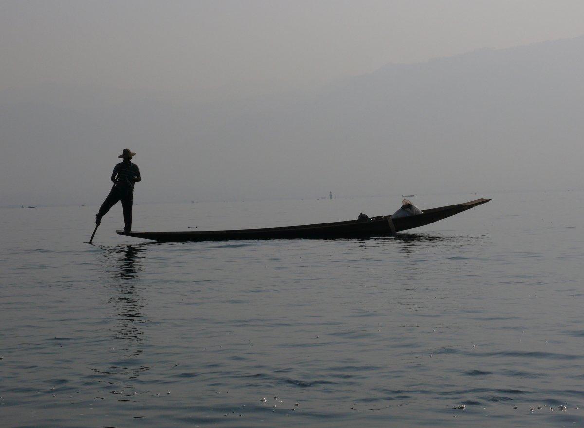 Barma - krása s pachutí bolesti, díl 4. SAMÁ VODA