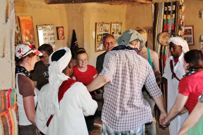 tanec s Gnawa (Maroko, Katarina Maruškinová)