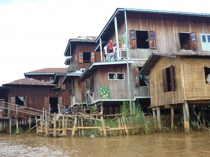 Chatrče zemědělců a rybářů, jezero Inle (Barma, Zdeňka Benešová)