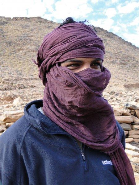 Tuareg pod horou Assekrem (Alžírsko, Katarina Maruškinová)