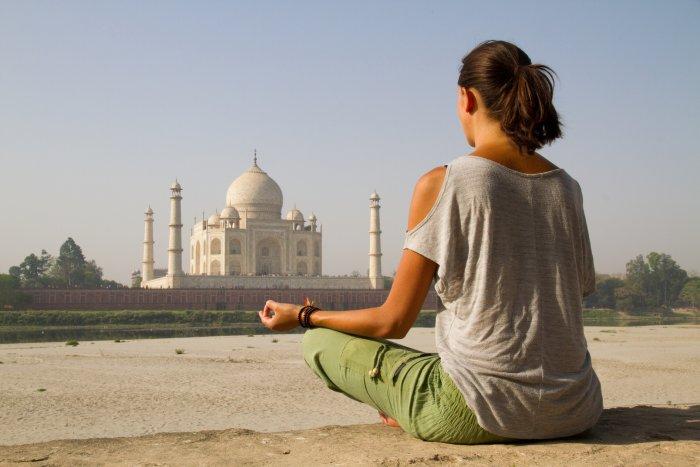 Meditace u Tadž Mahalu (Indie, Shutterstock)