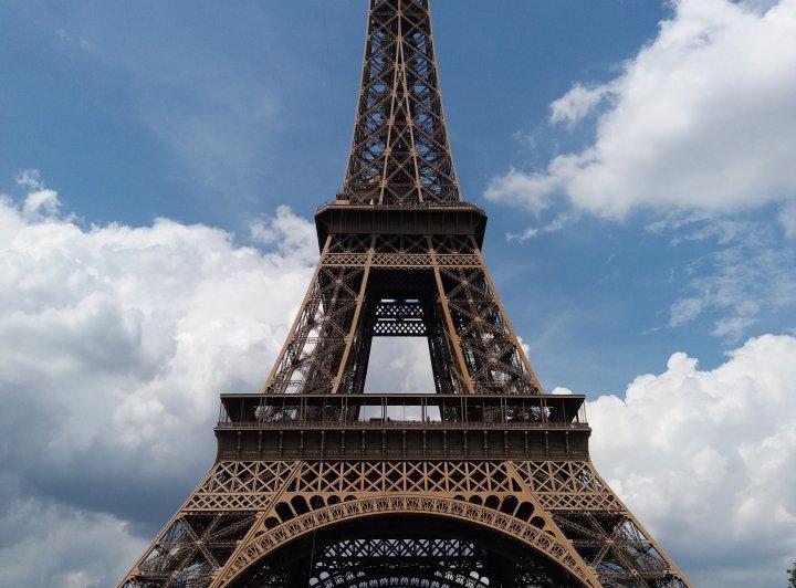 Paříž - černy pátek na pařížské obloze